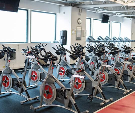 Descoperă clasele cluburilor de fitness Q FITT